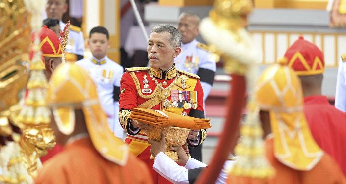 O rei da Tailândia, Maha Vajiralongkorn, participa do funeral do falecido rei tailandês Bhumibol Adulyadej em Bangcoc, Tailândia (arquivo)