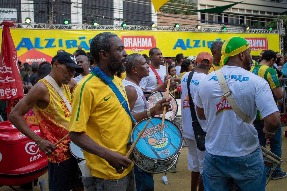 Roda de samba no Alzirão durante a estreia do Brasil na Copa do Mundo
