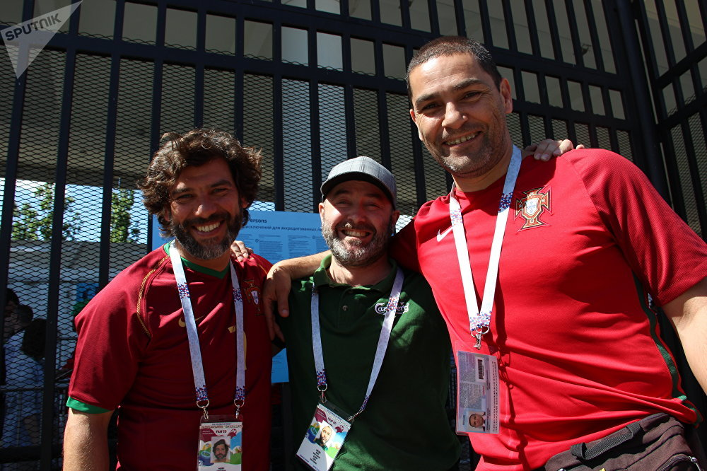 Pedro, Antônio e Miguel, torcedores lusos de Alcobaça, antes do jogo Portugal-Marrocos, em 20 de junho de 2018, em Moscou