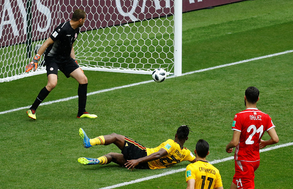 Bélgica 5 x 2 Tunísia - O atacante belga Michy Batshuayi fecha a conta pra Bélgica e marca o quinto gol da seleção