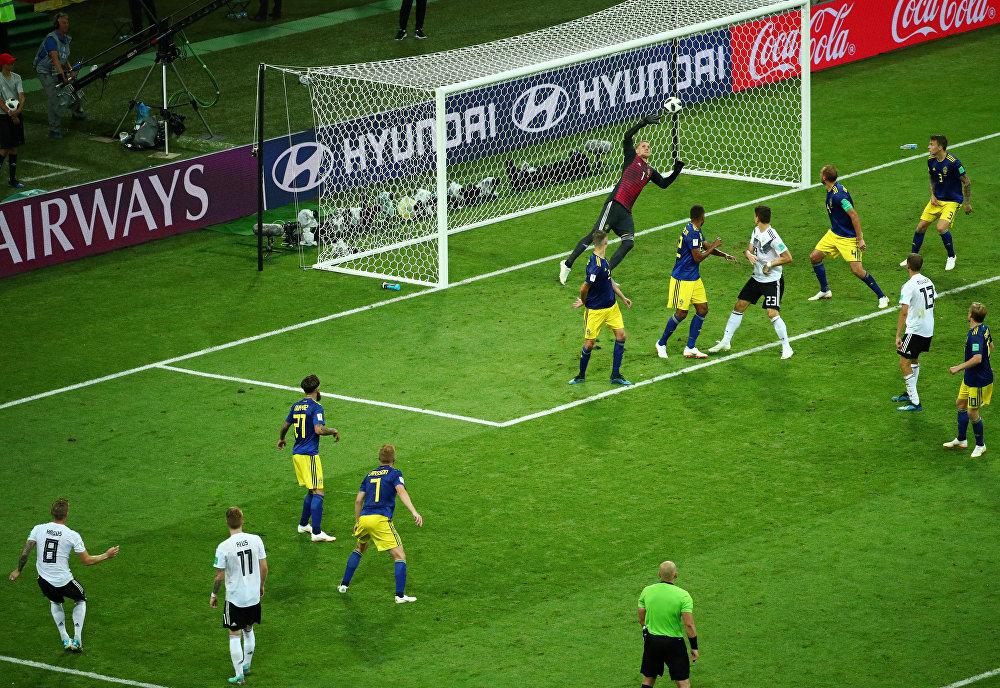Alemanha 2 x 1 Suécia - Toni Kroos faz um golaço no último minuto e mantém viva a esperança alemã