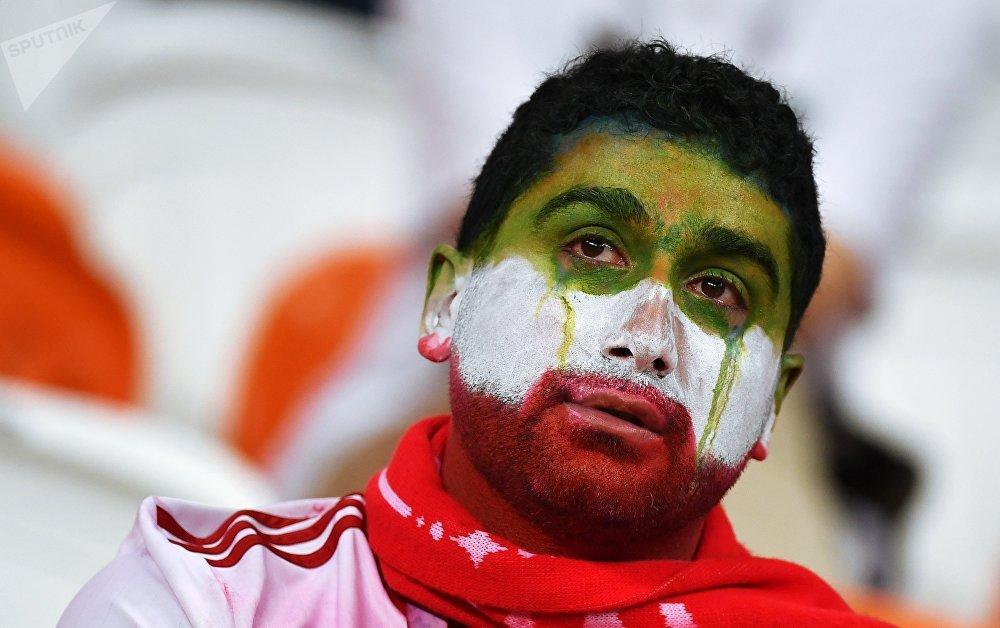 Torcedor lamenta o empate do Irã com Portugal, que deixou os iranianos de fora da próxima fase da Copa do Mundo