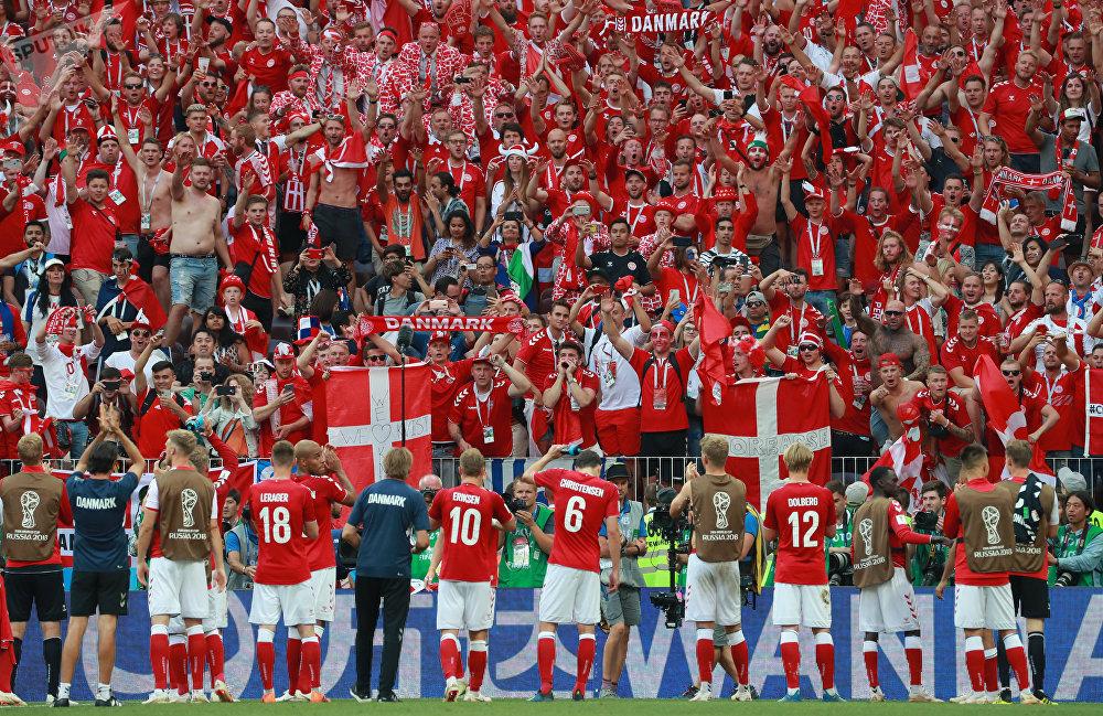 Dinamarqueses comemoram classificação para as oitavas de final após um 0 a 0 com a França em Moscou
