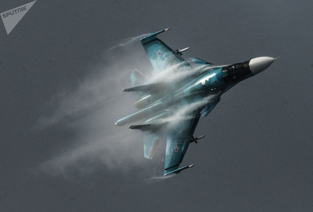 Avião Su-34 no Salão Aeroespacial Internacional MAKS 2015 nos arredores de Moscou