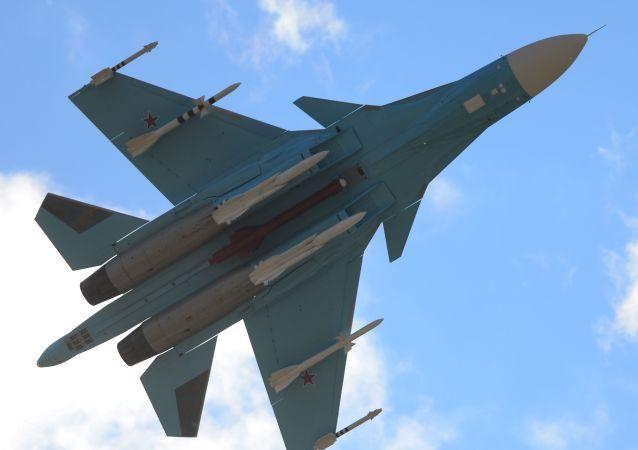 O Su-34 durante a apresentação no último dia do Salão Aeroespacial Internacional MAKS 2015