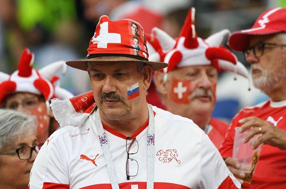 Torcedor suíço antes da partida contra a Costa Rica, que terminou 2x2 e deu a classificação aos suíços