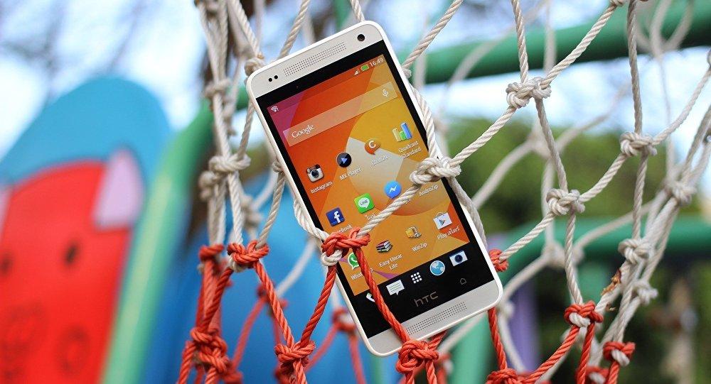 Um smartphone com sistema operacional Android