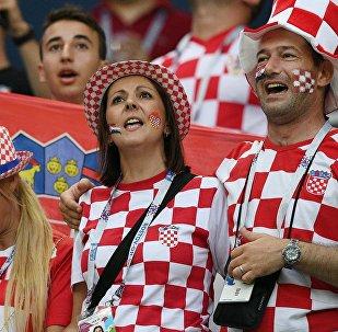 Torcida apoiando a Croácia contra a Dinamarca em Nizhny Novgorod