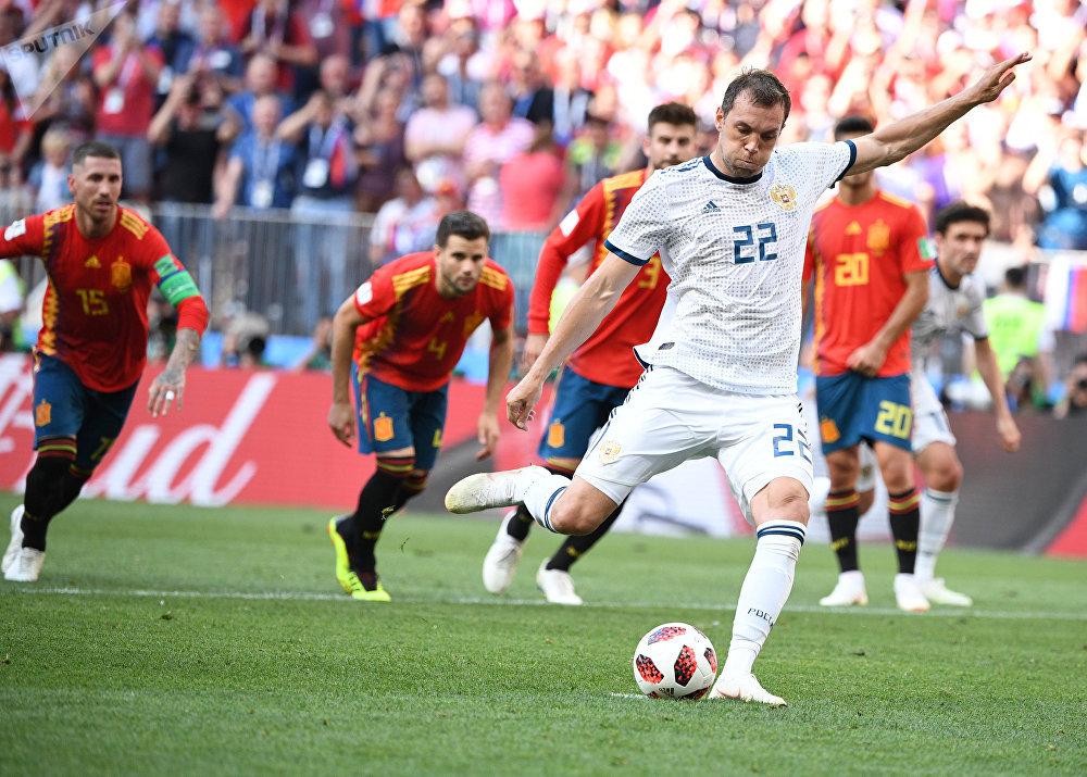 Artyom Dzyuba batendo o pênalti que empatou o jogo contra a Espanha ainda no primeiro tempo