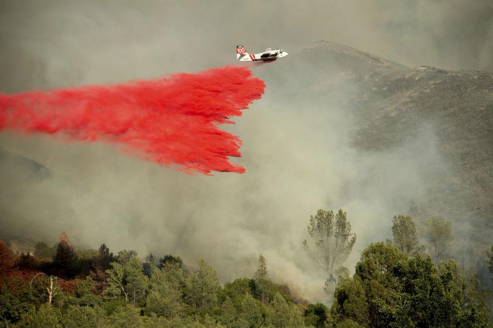 Extinção de incêndios florestais a partir de um avião, Califórnia
