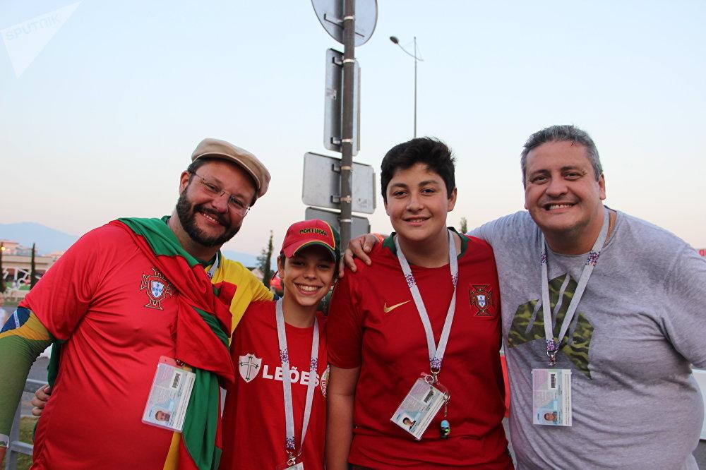 Maurício, Pedro, Pedro e Eduardo, torcedores brasileiros antes do jogo Portugal-Uruguai, em 30 de junho de 2018, em Sochi