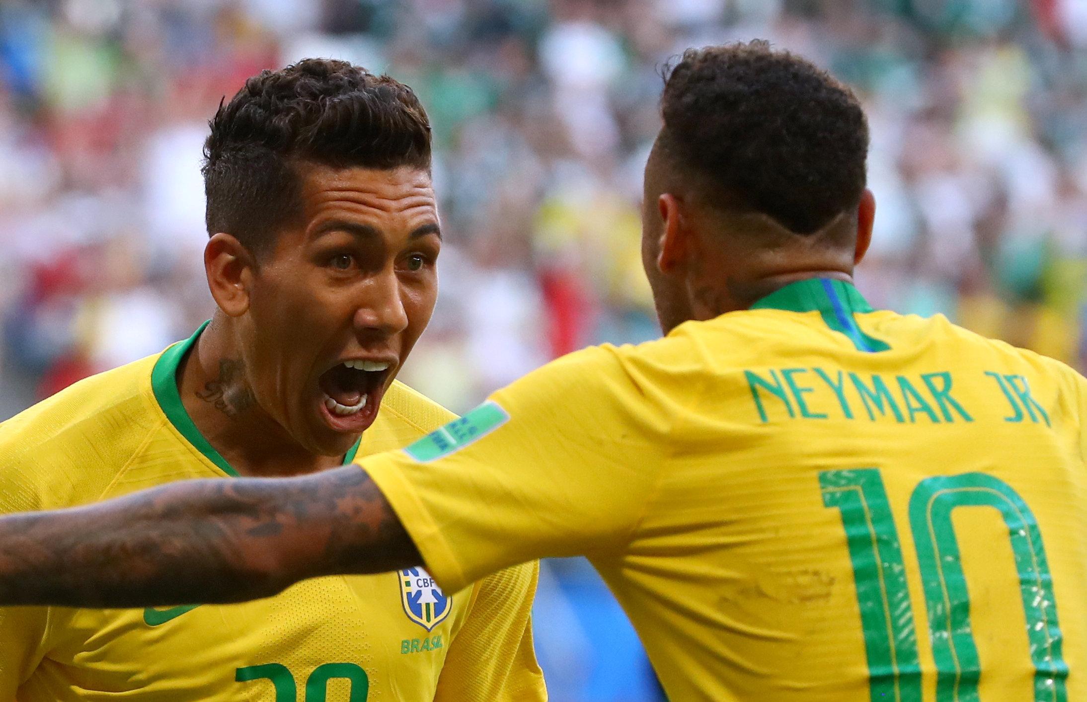 Roberto Firmino comemora segundo gol da seleção brasileira contra o México