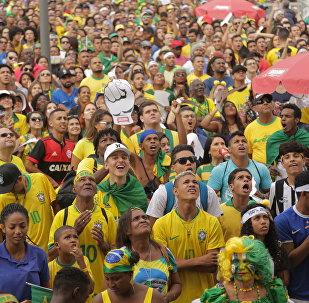 Torcida brasileira na Praça Mauá, no Rio de Janeiro