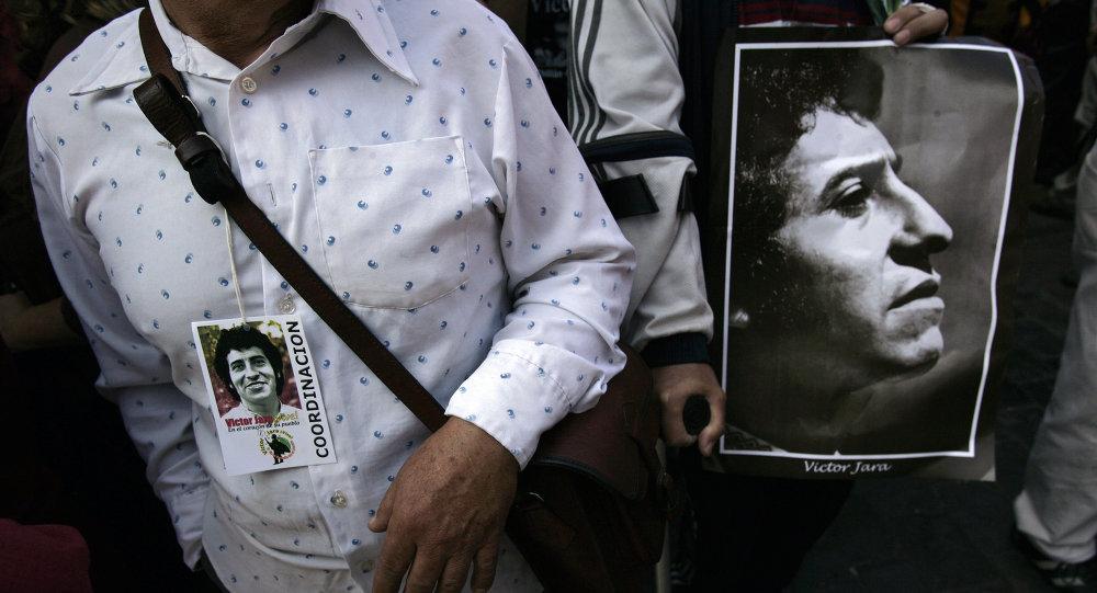 Cartaz com foto de Victor Jara, foto de 2009.