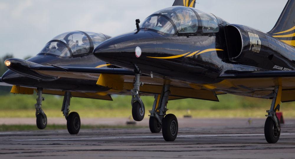 Avião L-39