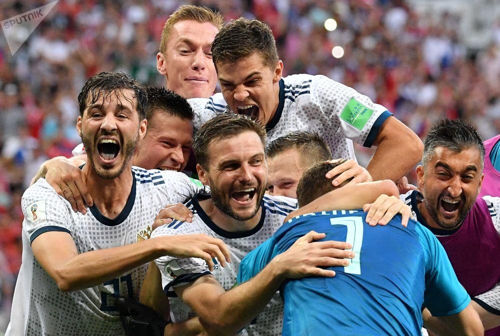 Jogadores da Seleção Russa celebrando a vitória nas oitavas sobre o seu rival Espanha