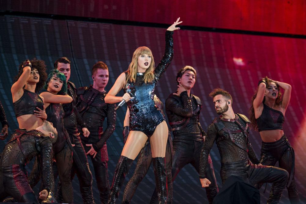 Atuação da cantora Taylor Swift no decorrer de sua turnê Taylor Swift's Reputation na cidade norte-americana de Louisville