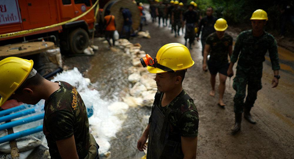 Resultado de imagem para Seis meninos são resgatados de caverna na Tailândia, diz membro da equipe de resgate