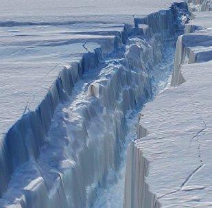 Brecha na geleira Pine Island, na Antártica