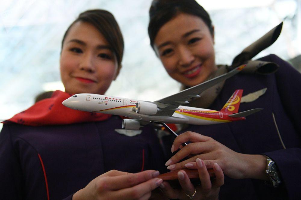 Modelo de um avião da empresa aérea Hong Kong Airlines no aeroporto Vnukovo em Moscou