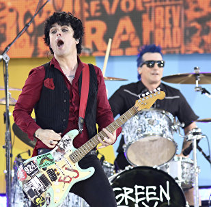Billie Joe Armstrong da banda Green Day se apresenta no Good Morning America da ABC (arquivo).