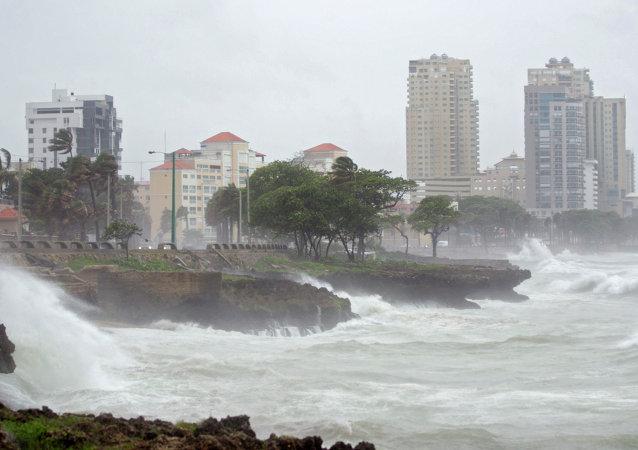 Fortes ondas atingem a costa de Santo Domingo, na República Dominicana (arquivo)