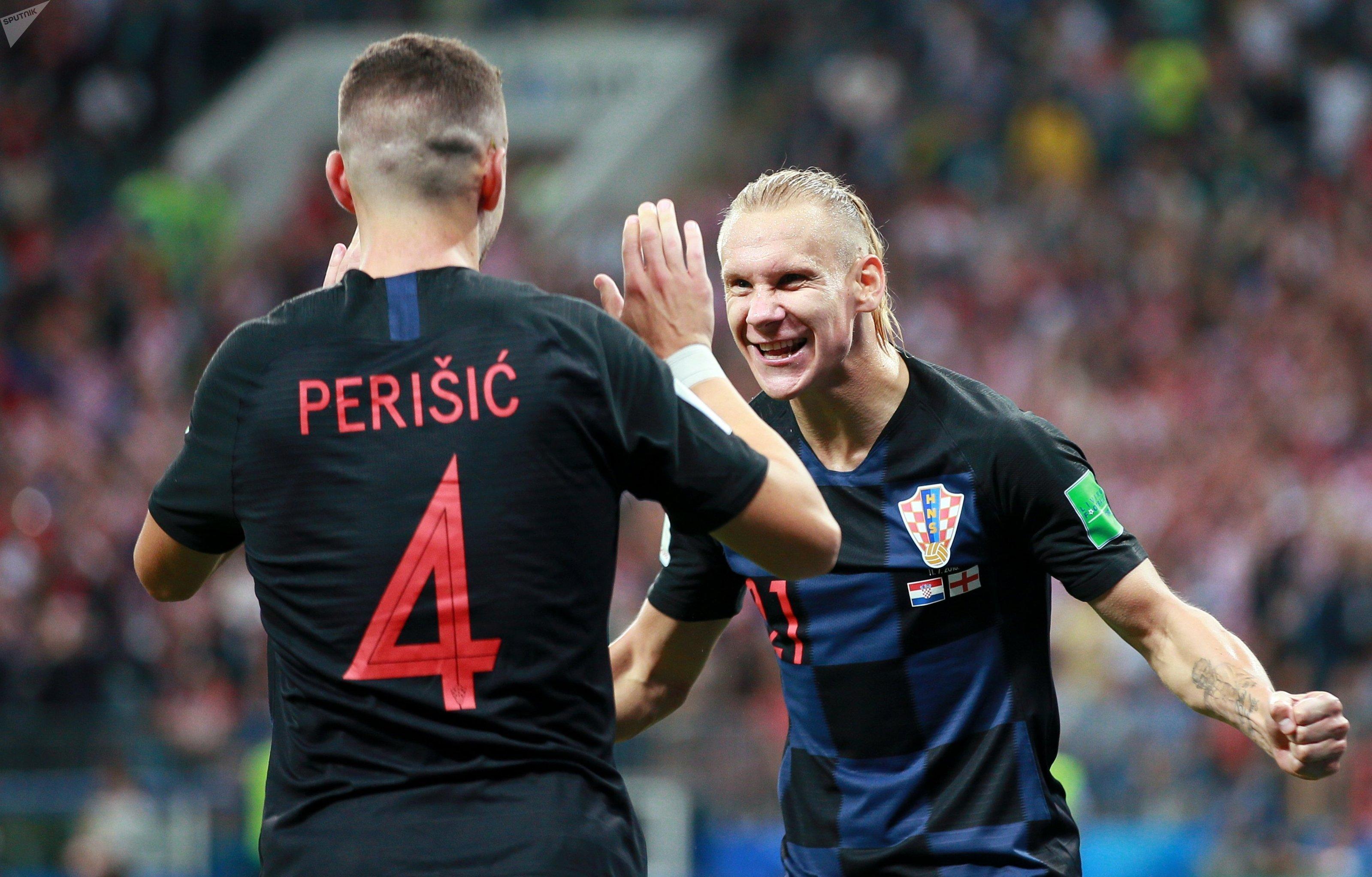Domagoj Vida comemora com Ivan Perisic, autor do gol croata em Moscou