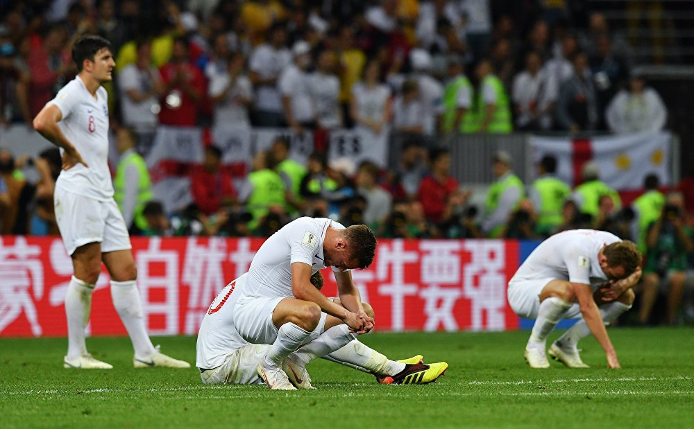 Jogadores ingleses lamentam a derrota contra a Croácia e a consequente eliminação no torneio.