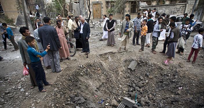 Após o ataque aéreo à cidade de Sanaa, Iêmen, em 27 de maio de 2015