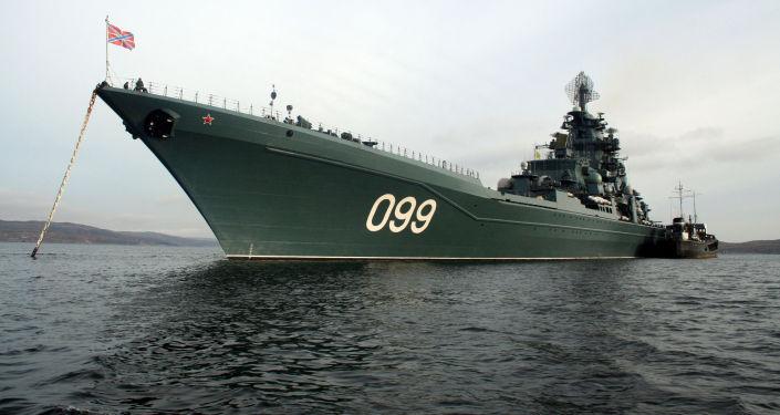 Cruziero nuclear de mísseis pesado Pyotr Veliky, da Frota do Norte da Marinha da Rússia, perto da cidade de Severomorsk.