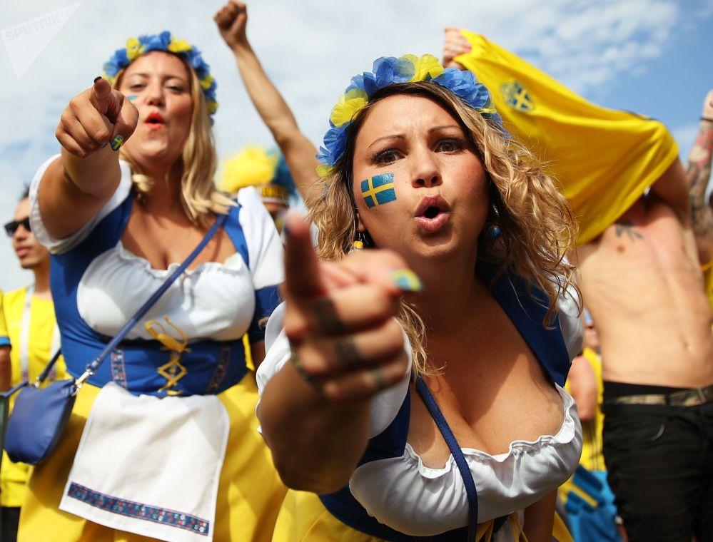 Torcedoras suecas antes da partida das quartas na Copa 2018 entre a Suécia e a Inglaterra