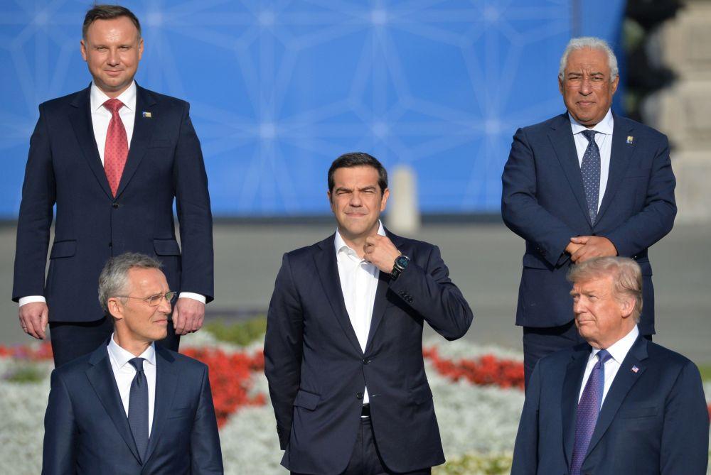 Secretário-geral da OTAN, Jens Stoltenberg, premiê grego, Alexis Tsipras, presidente dos EUA, Donald Trump, presidente polaco, Andrzej Duda e o premiê português, António Costa, durante a cúpula da OTAN em Bruxelas