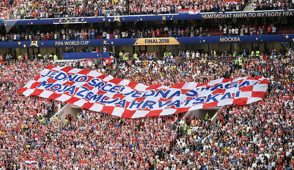 Torcedores croatas vão à loucura e celebram a final inédita em Copas do Mundo.