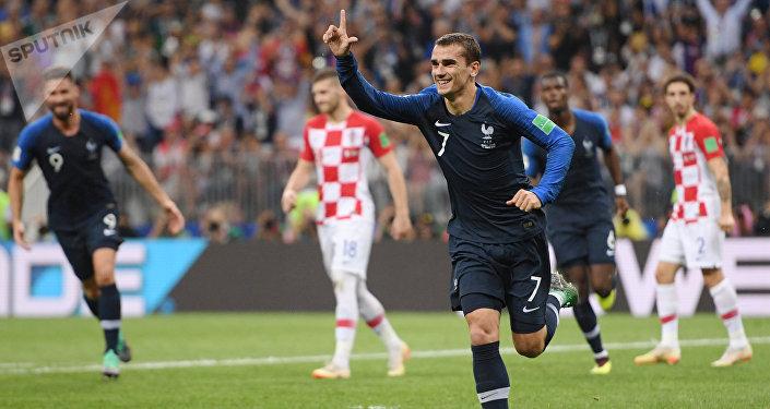 Antoine Griezmann, da França, comemora seu gol durante a partida final da Copa do Mundo contra a Croácia, no estádio Luzhniki, em Moscou.