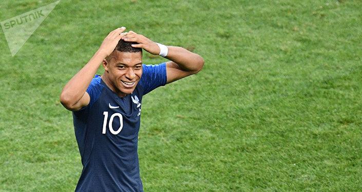 Kylian Mbappe, reage depois de marcar o terceiro gol francês contra a Croácia, no estádio Luzhniki, em Moscou.