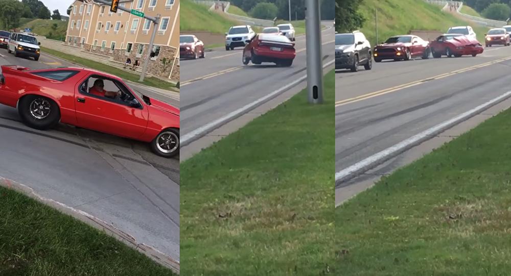 Dodge vs. Mustang: manobra dá errado e motorista paga caro