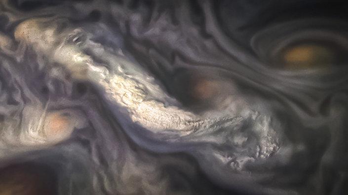 Nuvens de Júpiter fotografadas pela sonda Juno em 15 de julho