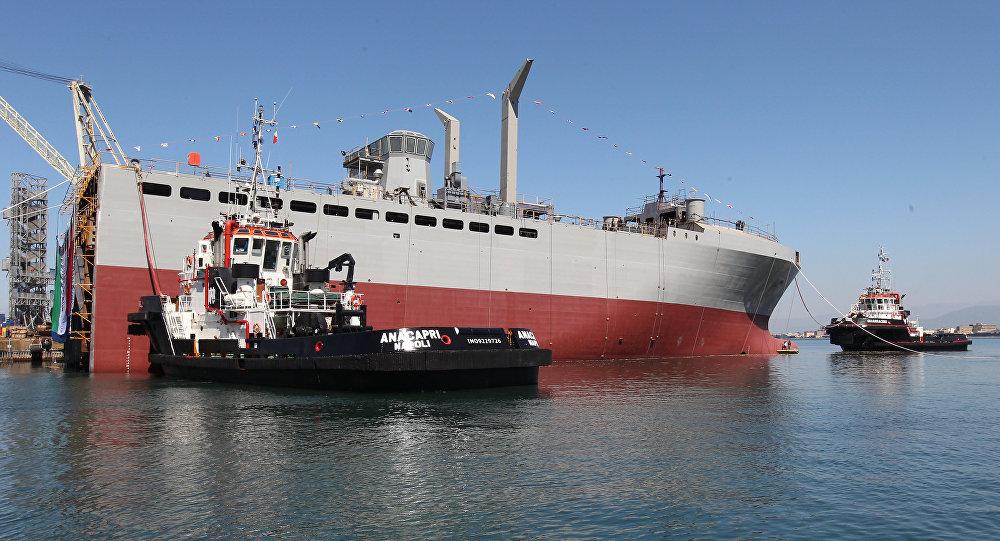 Novo navio de apoio logístico da Marinha italiana Vulcano durante a cerimônia de lançamento da seção de proa no estaleiro da Fincantieri, em Castellamare di Stabia, perto de Nápoles, 10 de abril de 2017