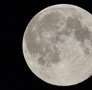 Disco de Lua no céu de Moscou, 10 de agosto de 2015