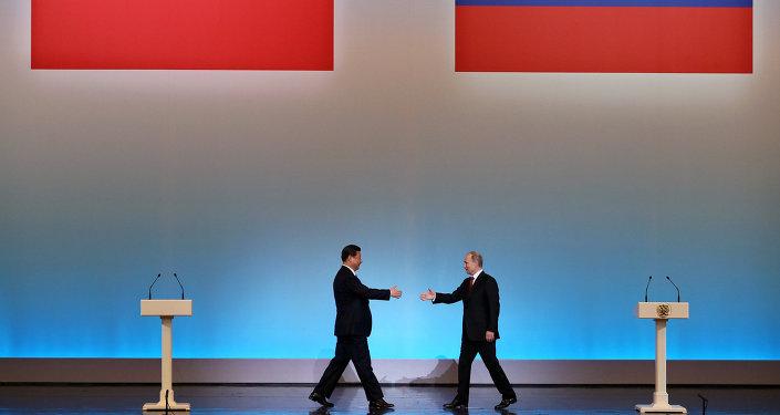 O presidente chinês, Xi Jinping, em encontro com o presidente russo, Vladimir Putin, em Moscou