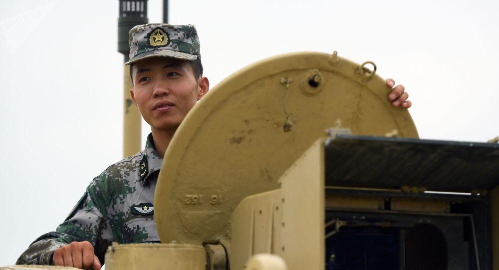Um tripulante chinês de tanque Type 96 (imagem referencial)
