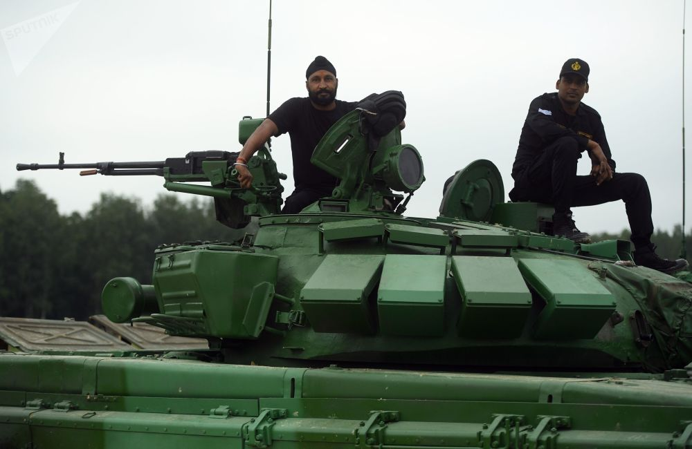Militares do exército da Índia participam dos treinamentos para o concurso Biatlo de Tanques 2018