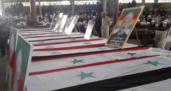 Funeral de pessoas mortas um dia antes por uma série de atentados suicidas lançados pelos combatentes do Estado Islâmico no leste e norte da província de al-Sweida, sul da Síria, 26 de julho de 2018