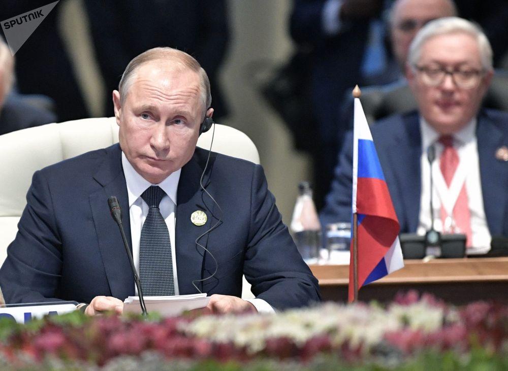Presidente russo, Vladimir Putin, durante o encontro de líderes do BRICS no âmbito da 10ª cúpula do grupo