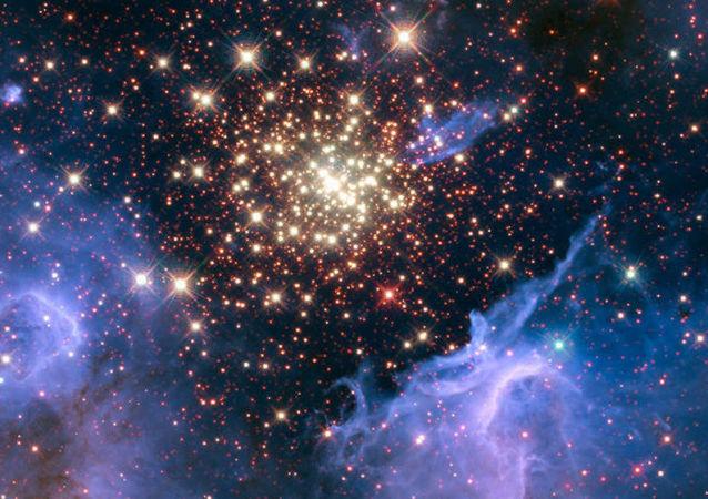 Aglomerado estelar aberto NGC 3603 situado no braço espiral de Carina-Sagitário, na Via Látea, a cerca de 20 mil anos-luz de distância do Sistema Solar