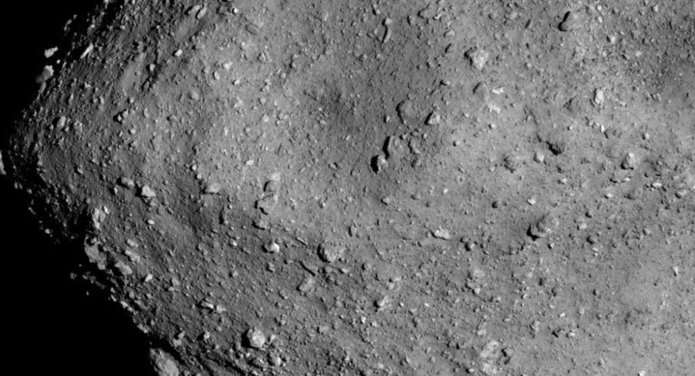 Superfície do asteroide Ryugu fotografada desde altitude de 6 quilômetros pela Câmara Óptica de Navegação da NASA