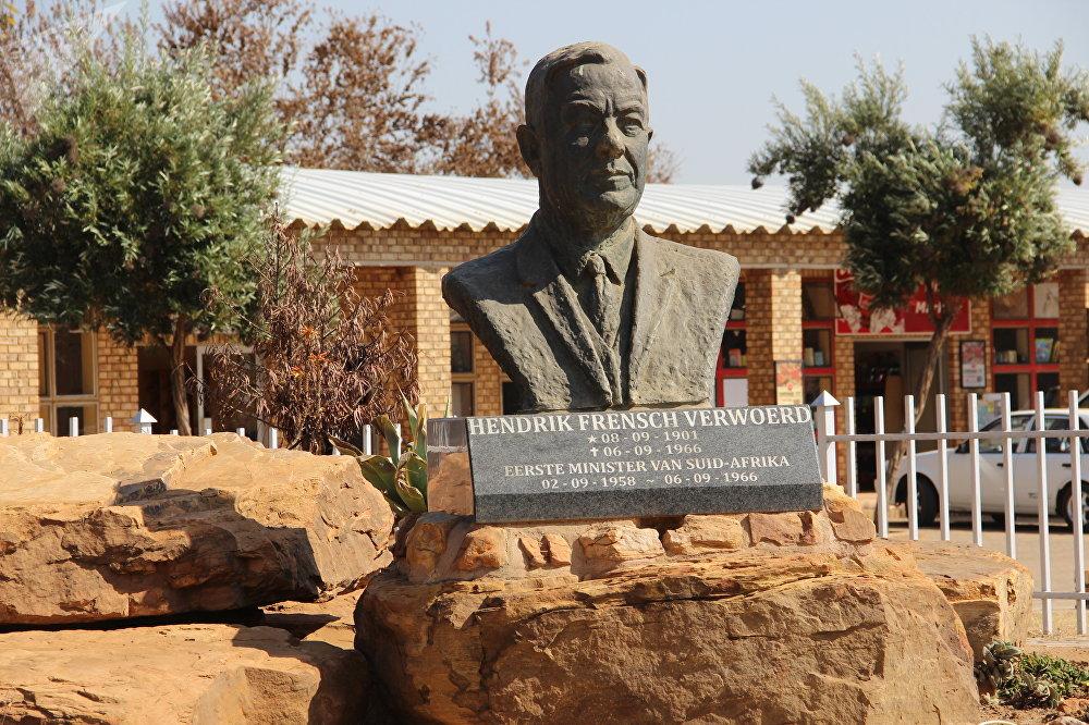 Monumento ao ex-premiê sul-africano, Hendrik Frensch Verwoerd, em Kleinfontein