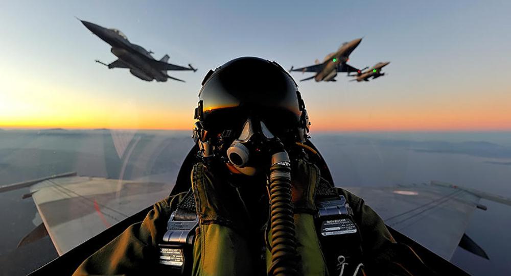 Cabina de un caza F-16, foto archivo