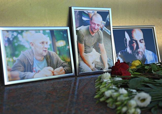 Fotografias dos jornalistas russos Kirill Radchenko, Aleksandr Rastorguev e Orkhan Dzhemal assassinados na República Centro-Africana