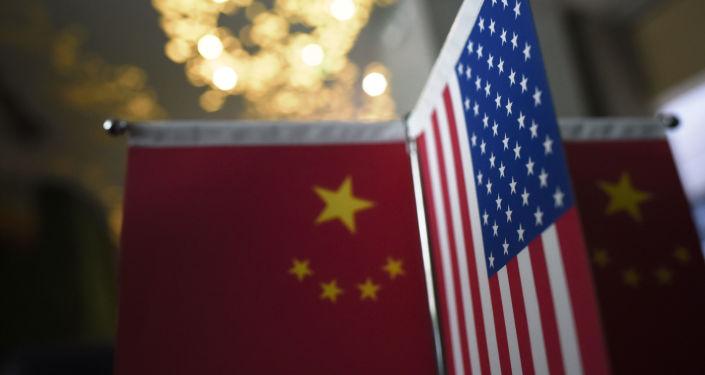 Bandeira americana e chinesa
